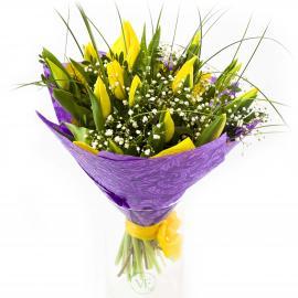 Букет из тюльпанов, гипсофилы и зелени
