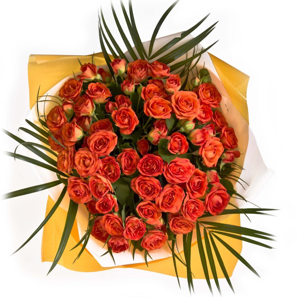 Букет из 20 кустовых роз и листьев пальмы