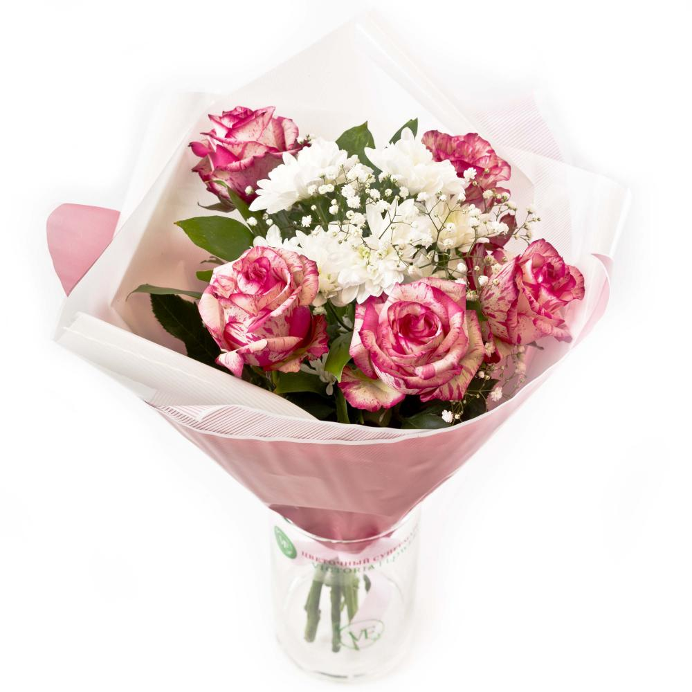 Букет из роз, хризантемы, гипсофилы и зелени