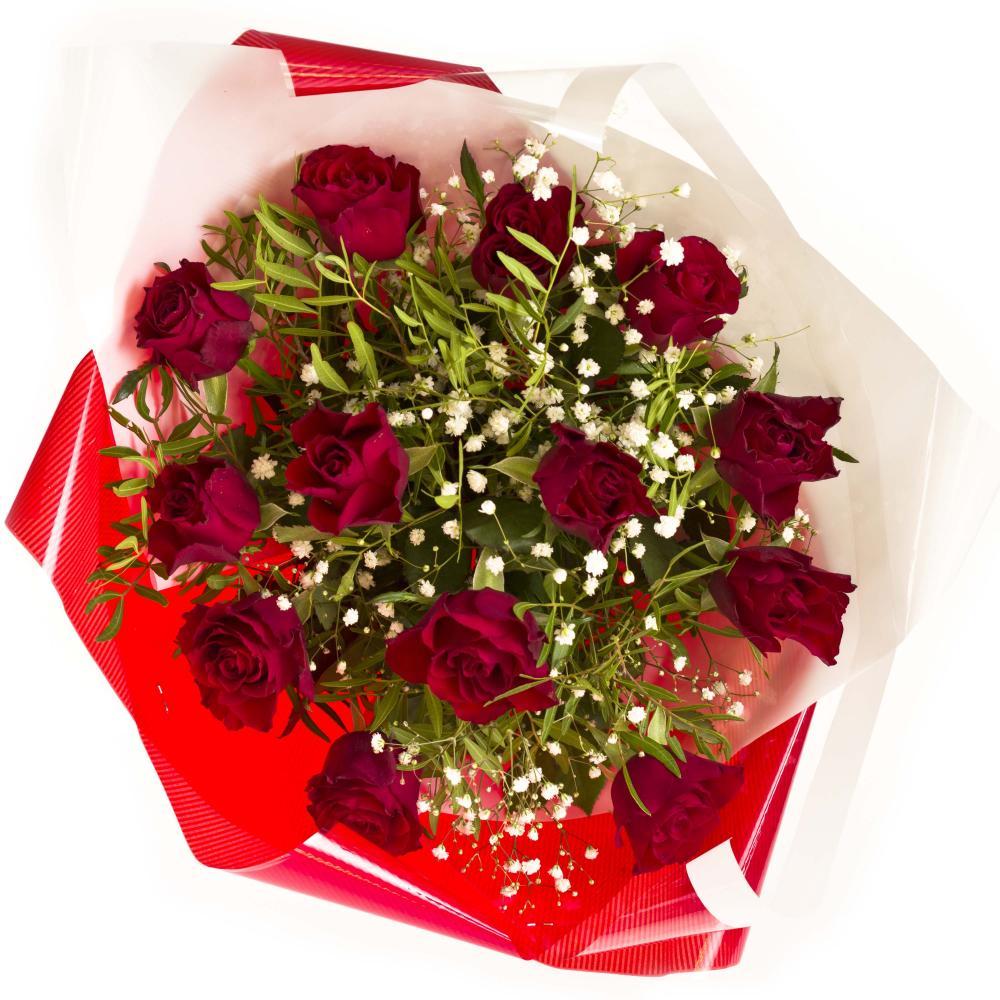 Букет из роз, гипсофилы и зелени