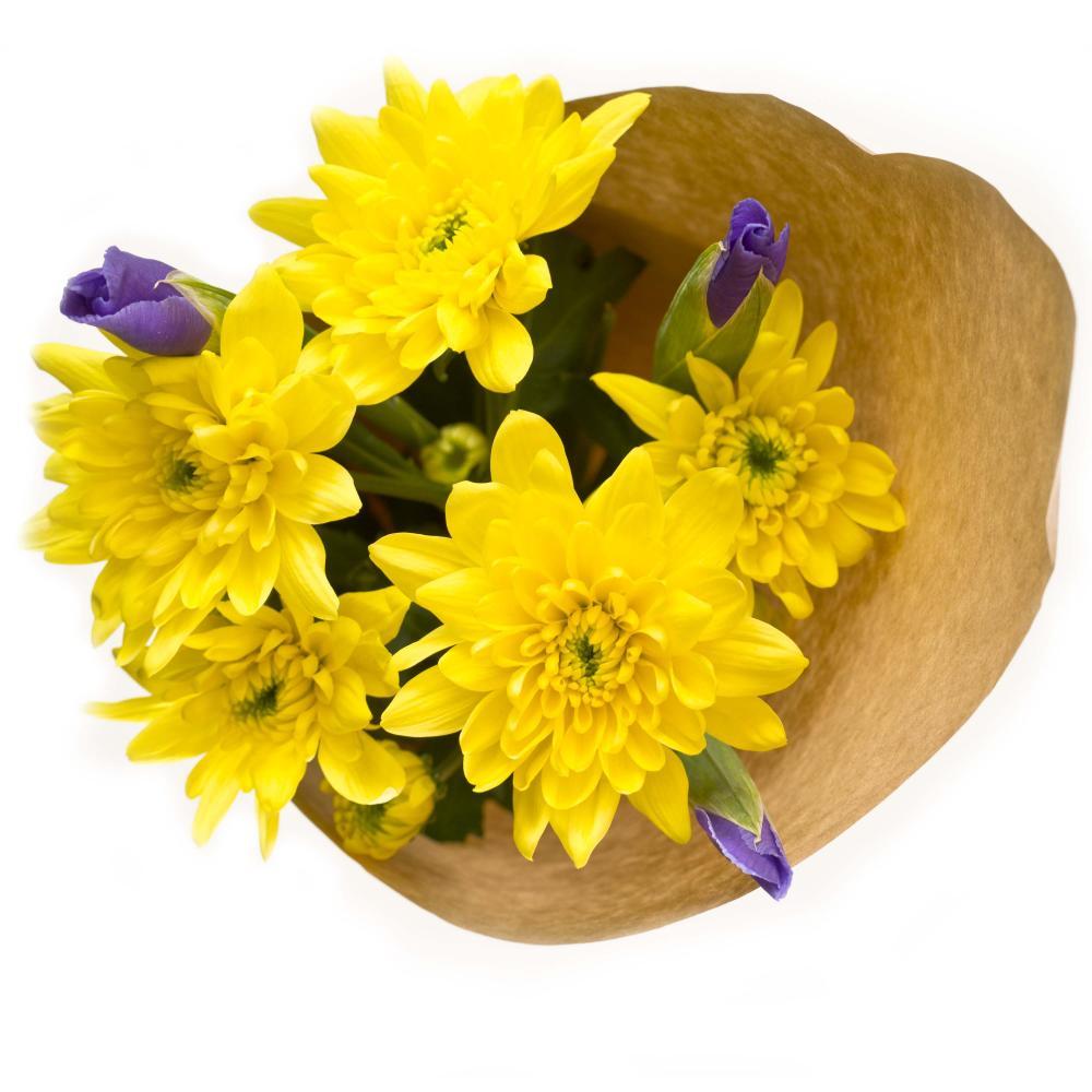 Букет из ирисов и хризантемы