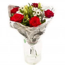 Букет из роз, альстромерий, хризантем и зелени