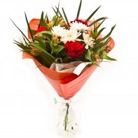 Букет из роз, кустовой хризантемы, альстромерий, листьев пальмы и зелени